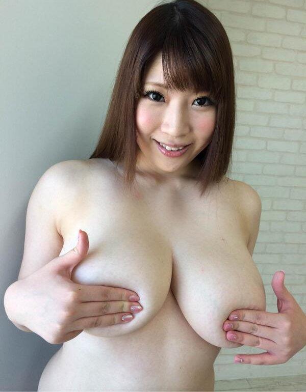 デカすぎな乳、七草ちとせ (1)