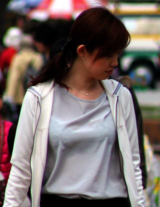 服の中のデカパイ (16)