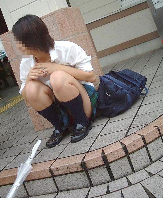 パンティ見えたJK (7)