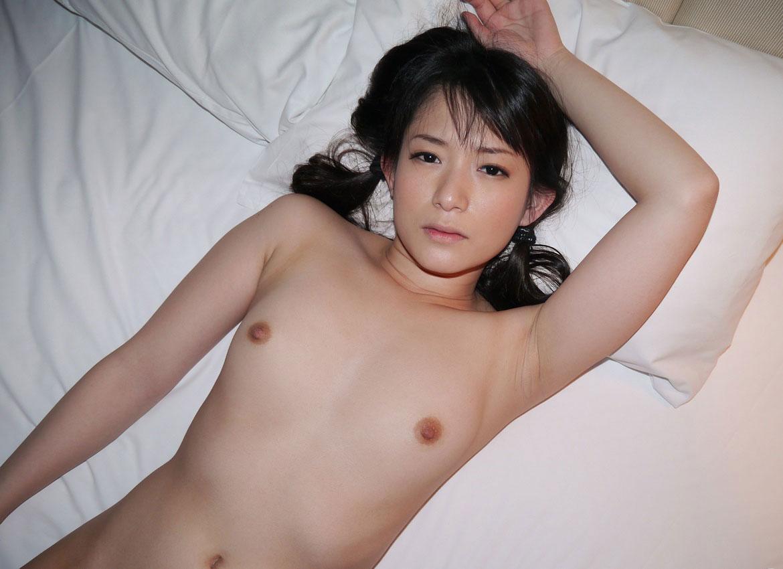 小さい膨らみの胸 (4)