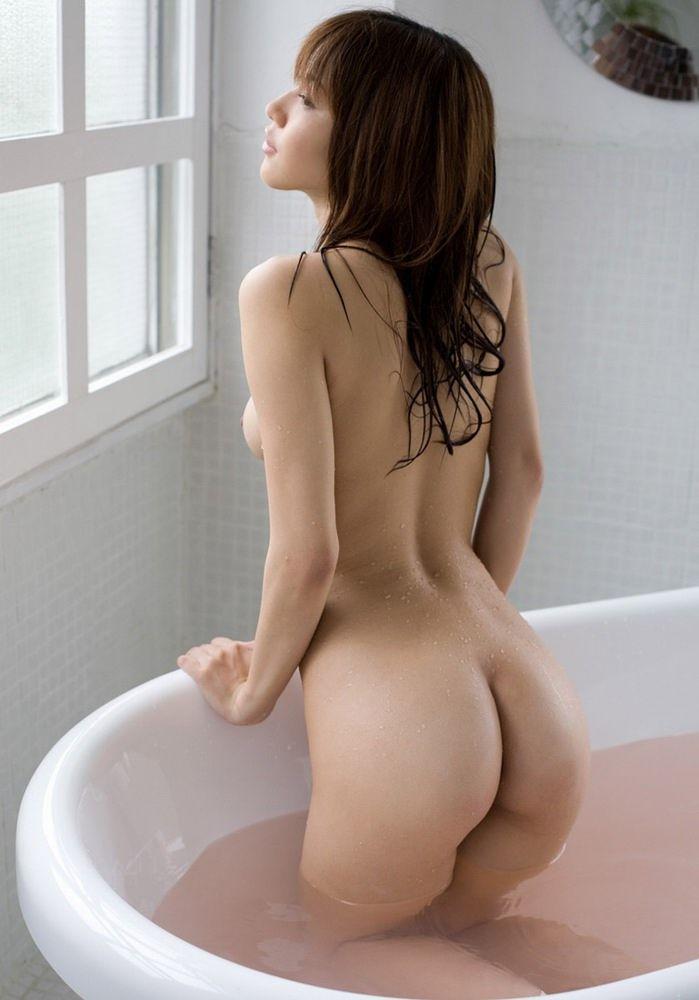 裸で風呂に入る (4)