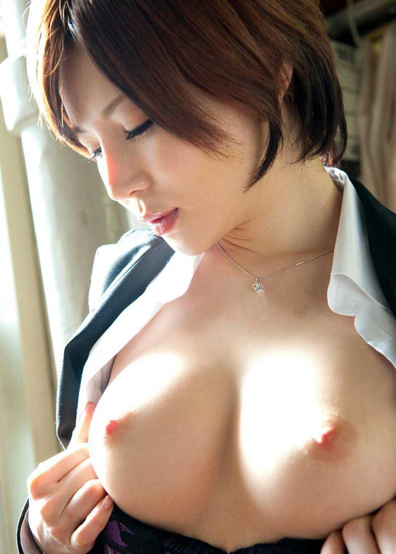 張りのある乳房 (17)