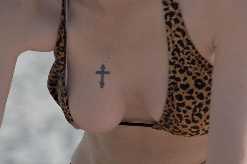 水着から乳首 (5)