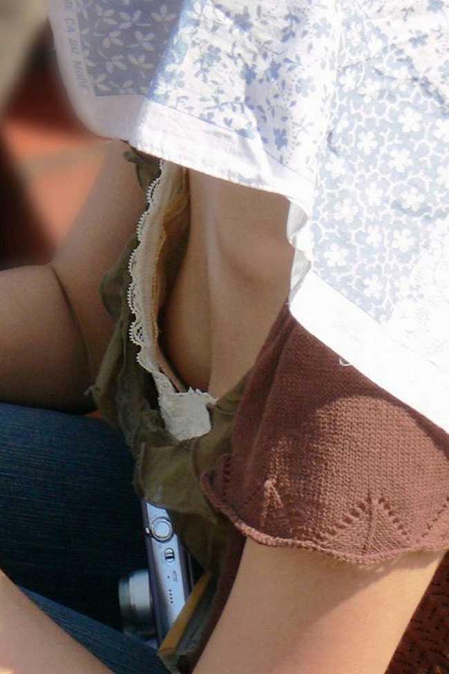 お乳がチラチラ (13)