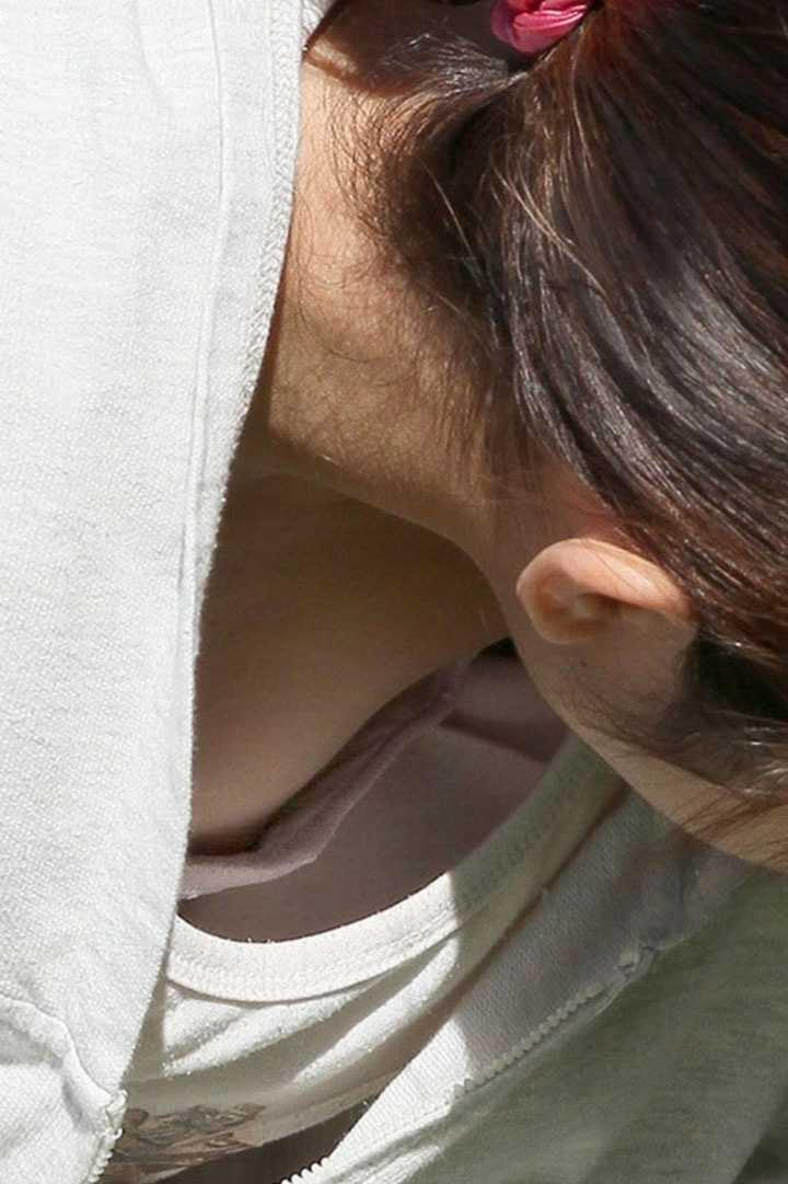 お乳がチラチラ (17)