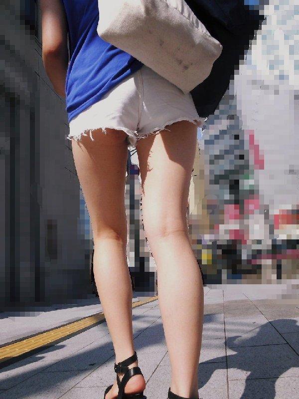 ショートパンツの脚 (12)