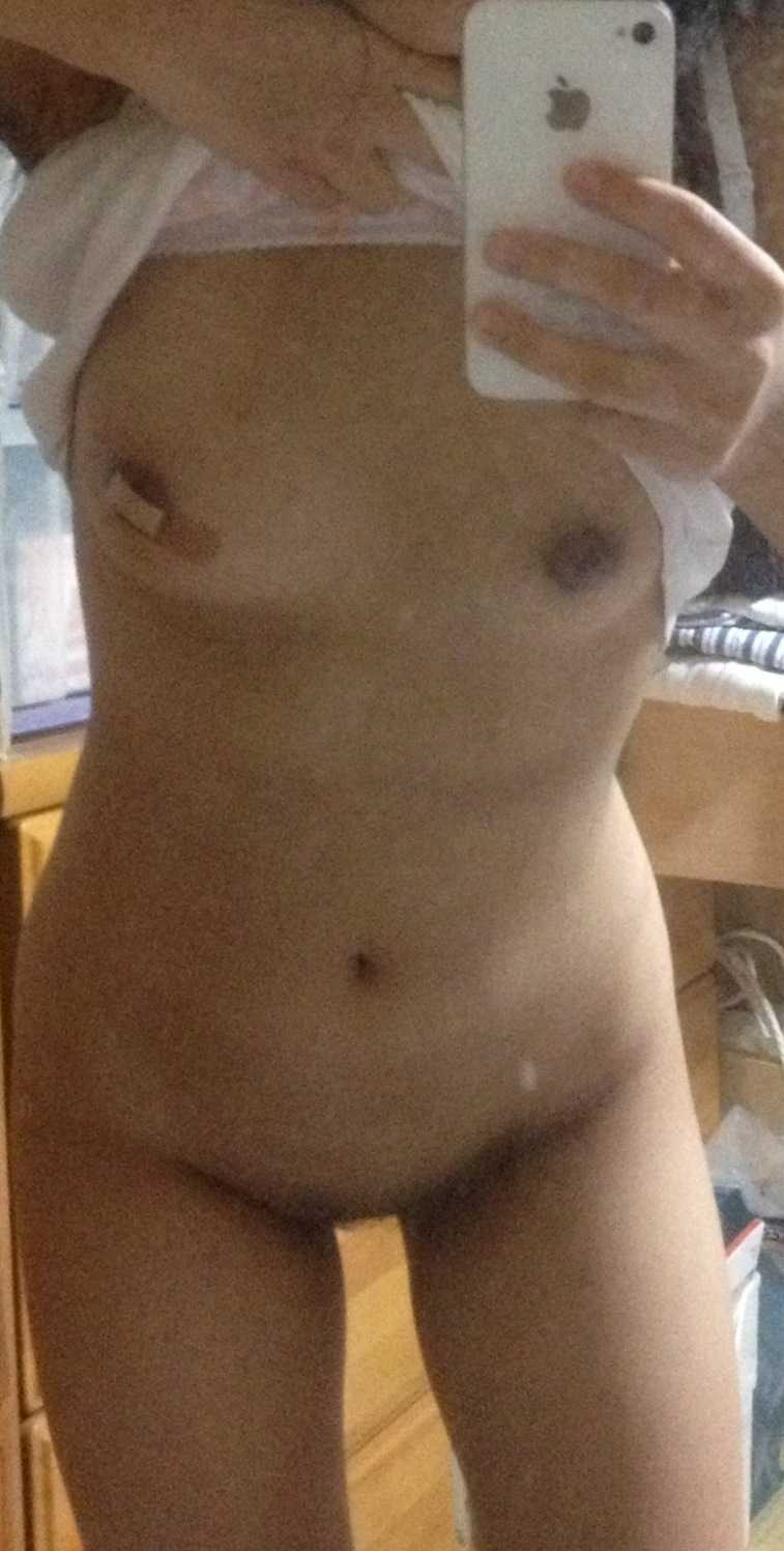 全裸を自分で撮っちゃう (9)