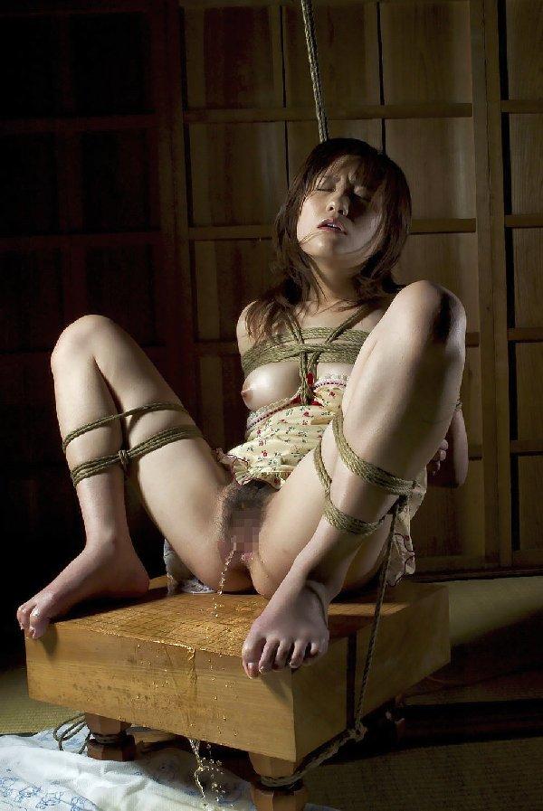 拘束された女 (1)