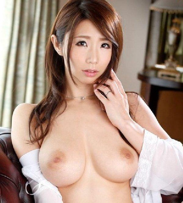 爆乳の熟女、篠田あゆみ (1)