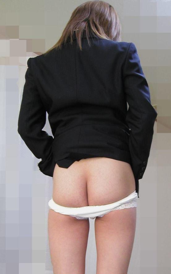 パンツを下ろすと見える尻 (4)