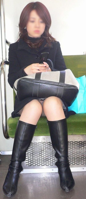 電車内のパンティ (3)