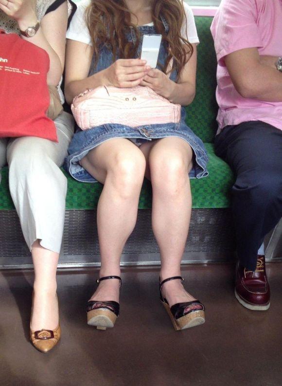 電車内のパンティ (4)