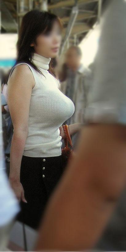 デカすぎ巨乳 (17)