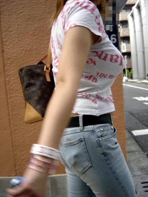 服の中のデカい胸 (13)
