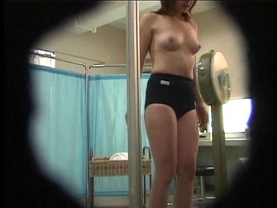 検診で脱衣 (13)