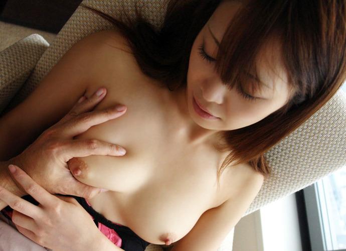 小さい乳房を掴む (8)