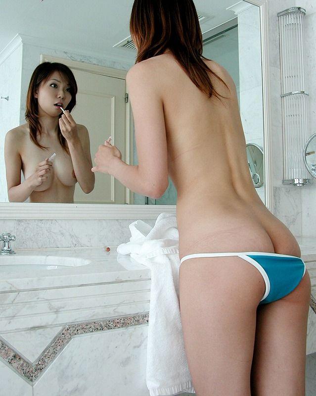反射した全裸 (6)