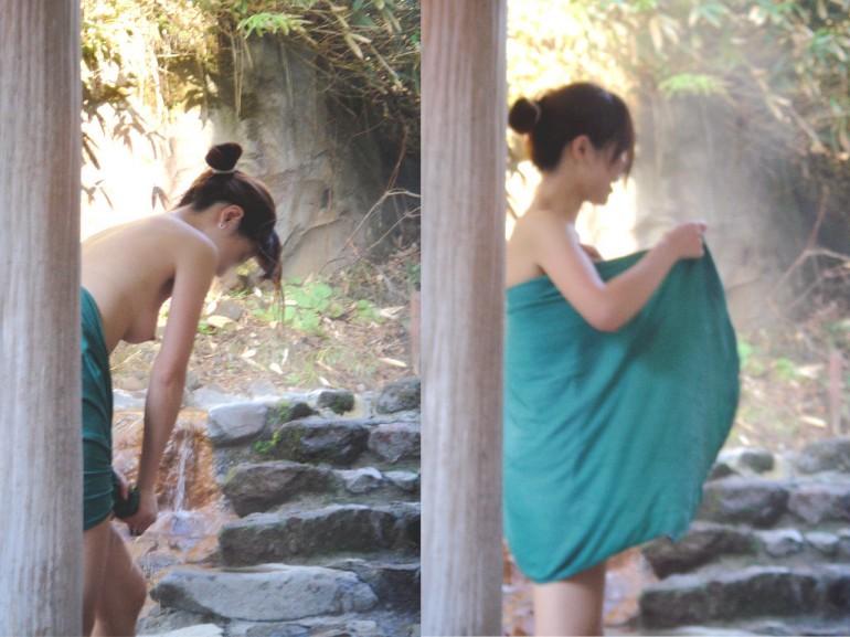 露天風呂で素っ裸 (4)