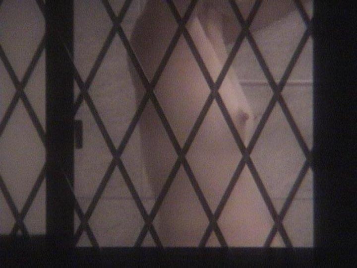 部屋の中で裸 (8)