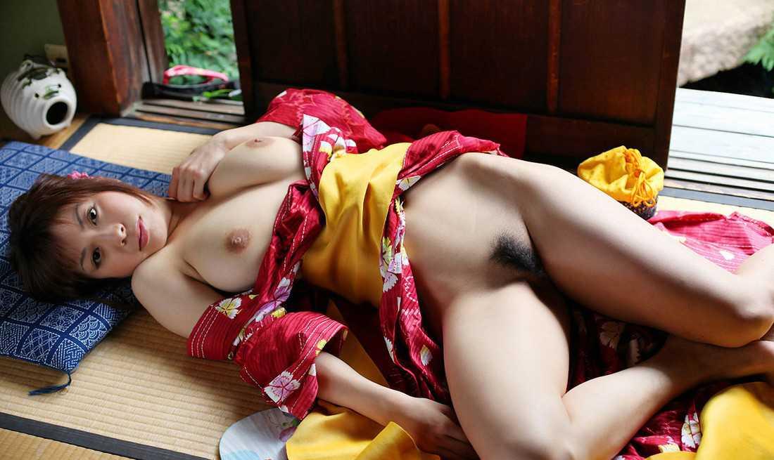 和服を脱衣 (5)