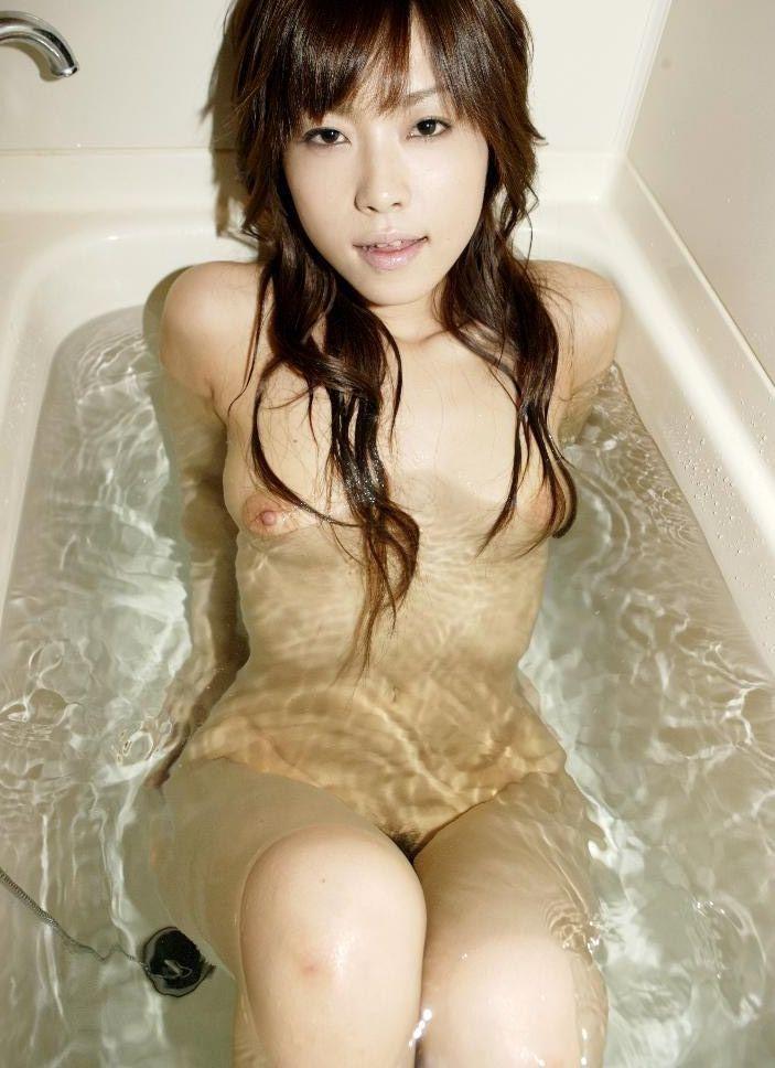 素っ裸でお風呂 (9)