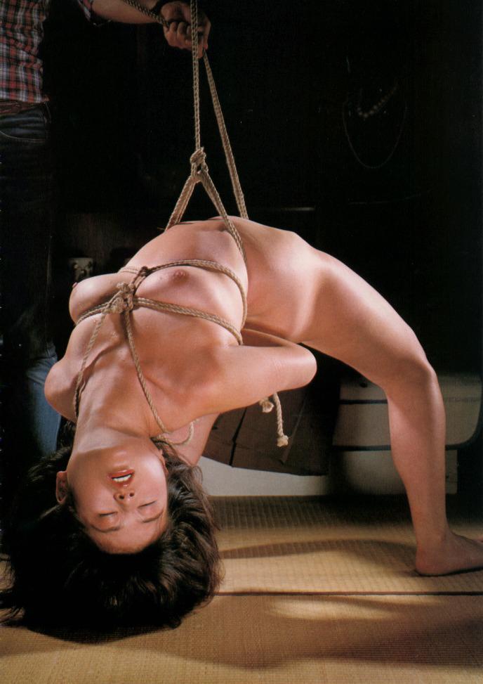 拘束される女 (15)