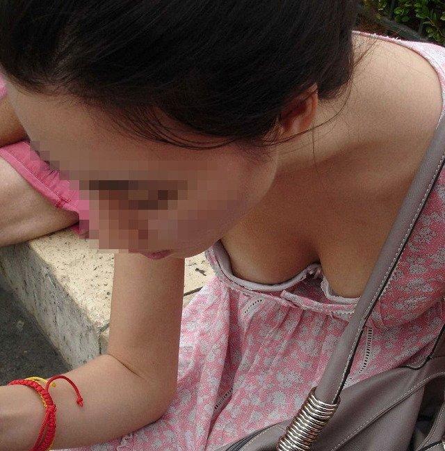 乳房が少し見えてる (18)