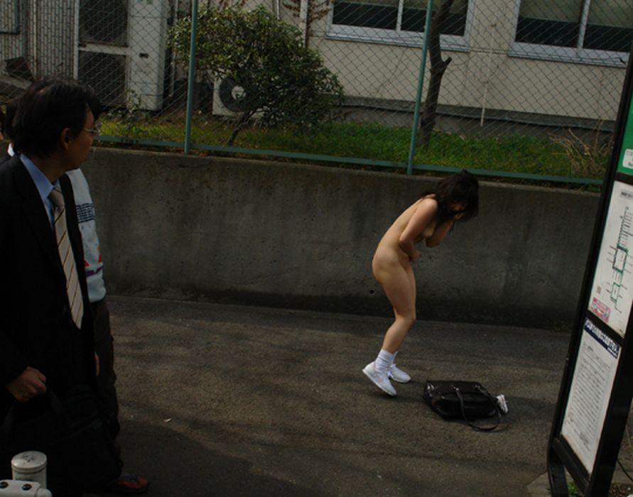 公共の場で脱衣 (9)
