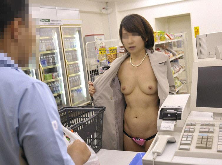 公共の場で脱衣 (5)