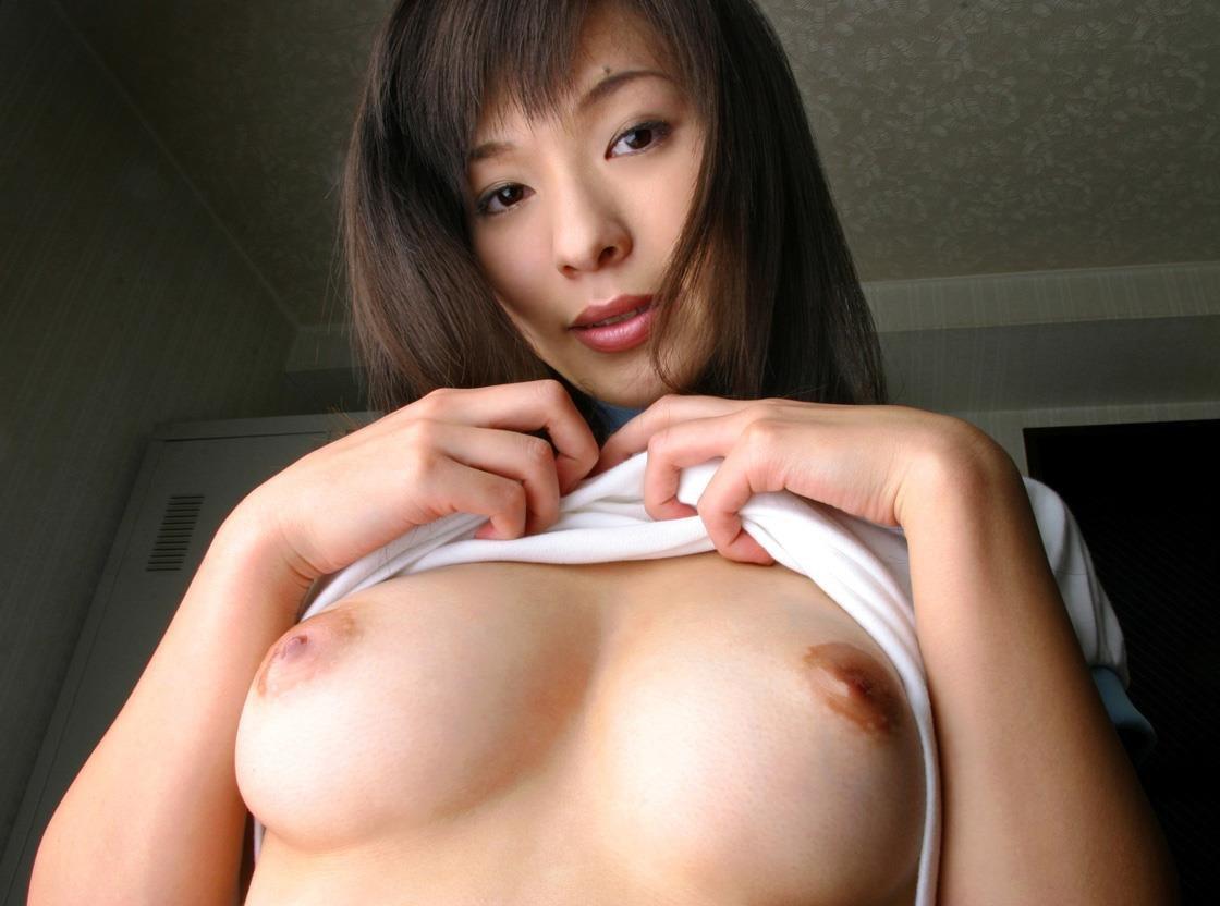 巨乳で美人な、かすみ果穂 (1)