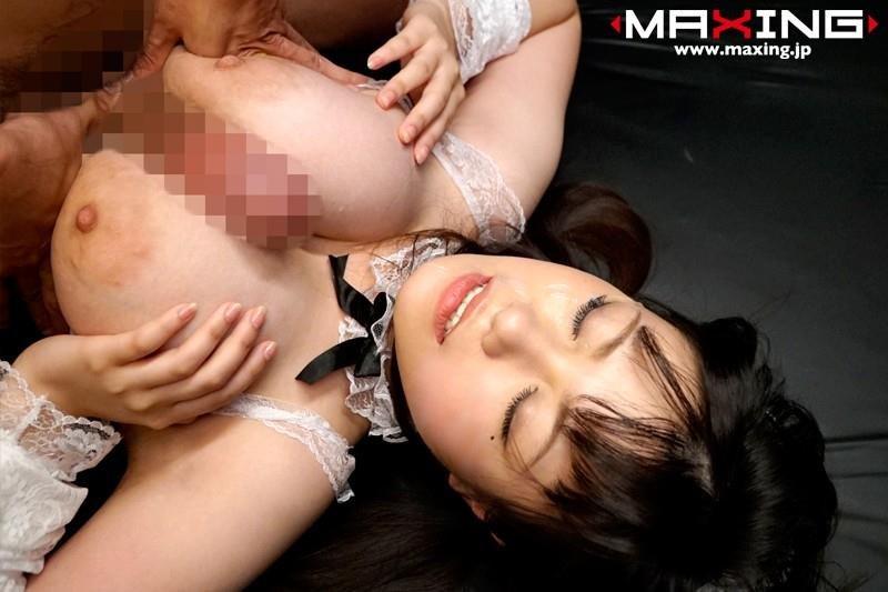 圧巻の巨乳、きみの奈津 (13)