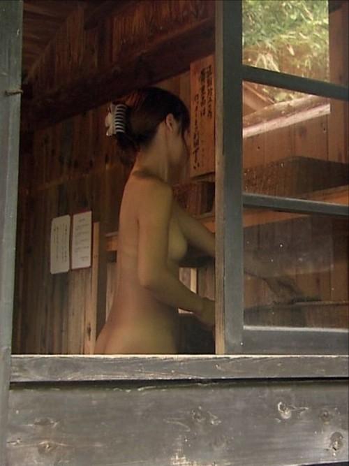 服を脱ぐ女たち (11)