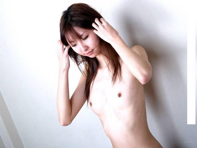 控え目な乳房 (11)