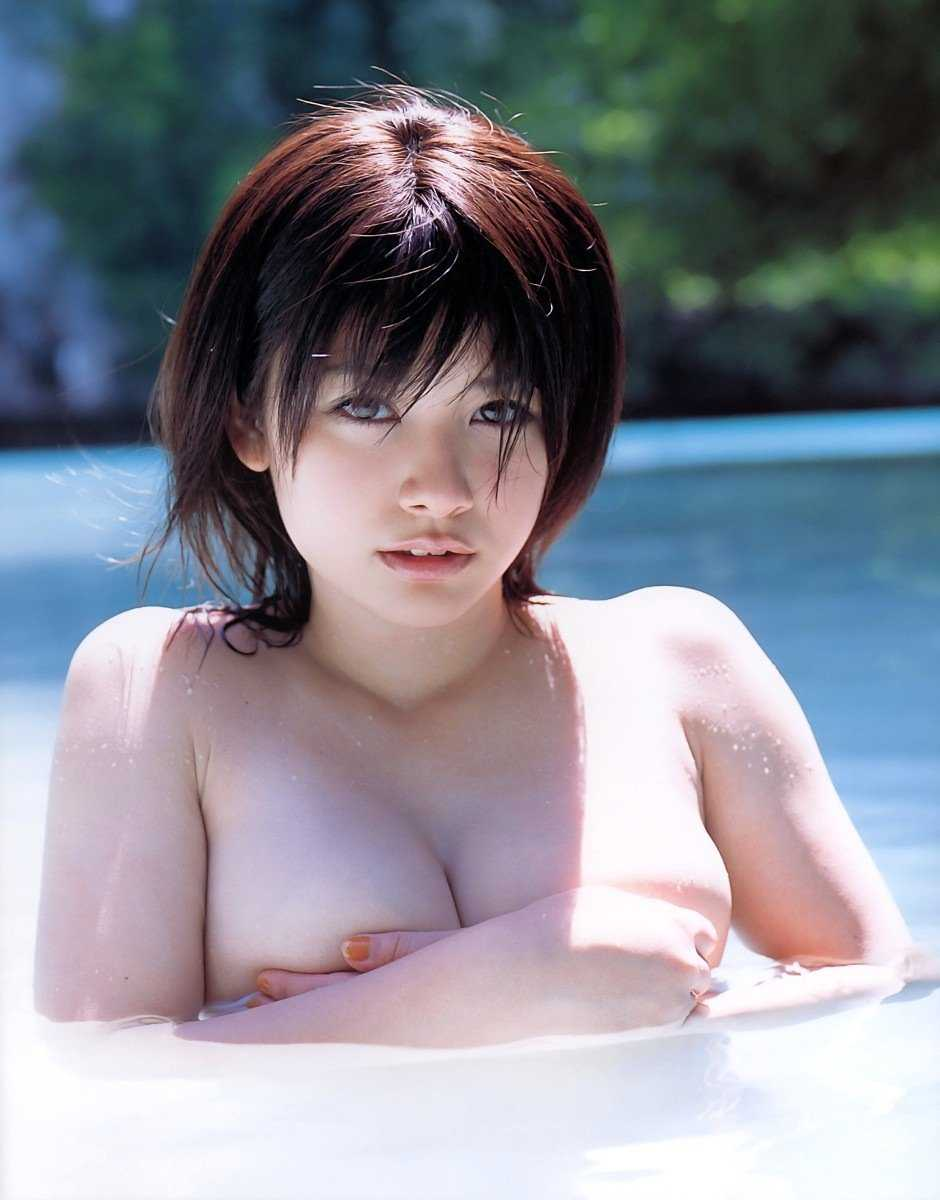 大きくて柔らかい乳房 (1)