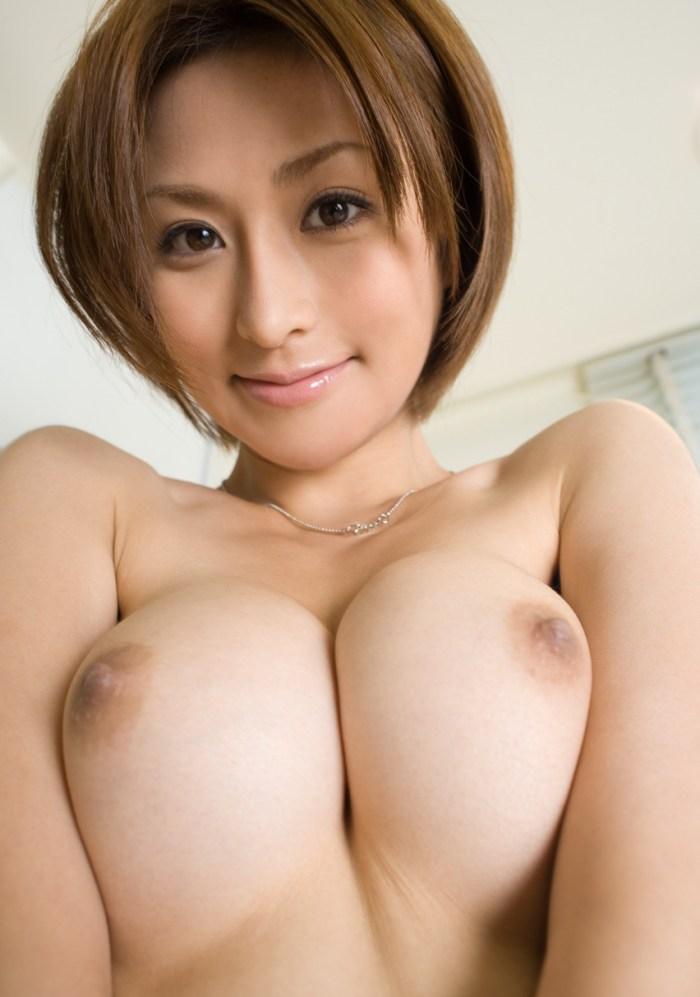 大きな乳房の谷間 (6)