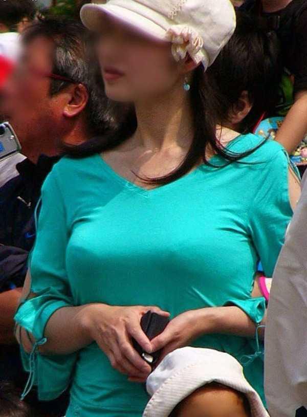 デカい胸をガン見 (12)