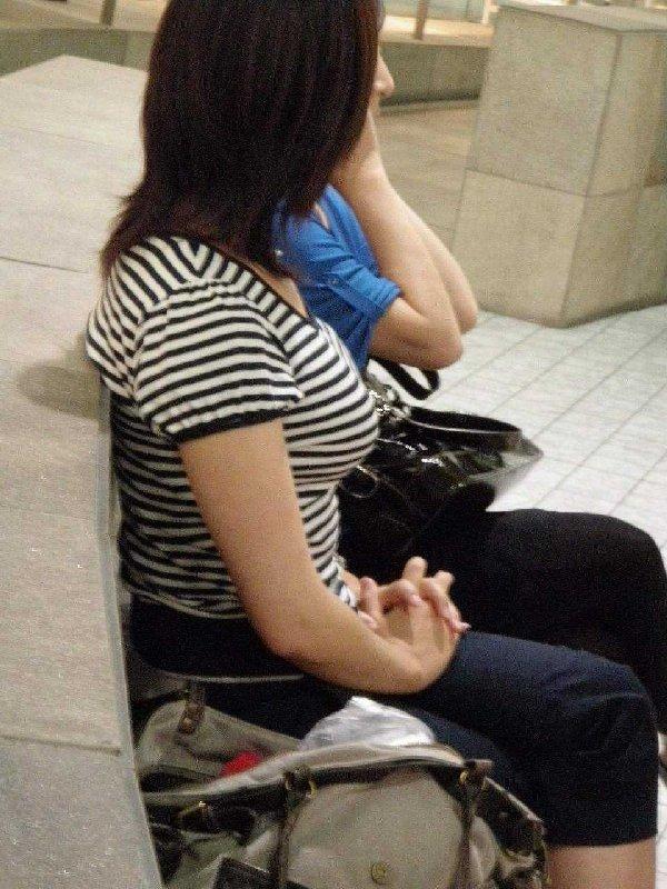 服が盛り上がるデカパイ (14)
