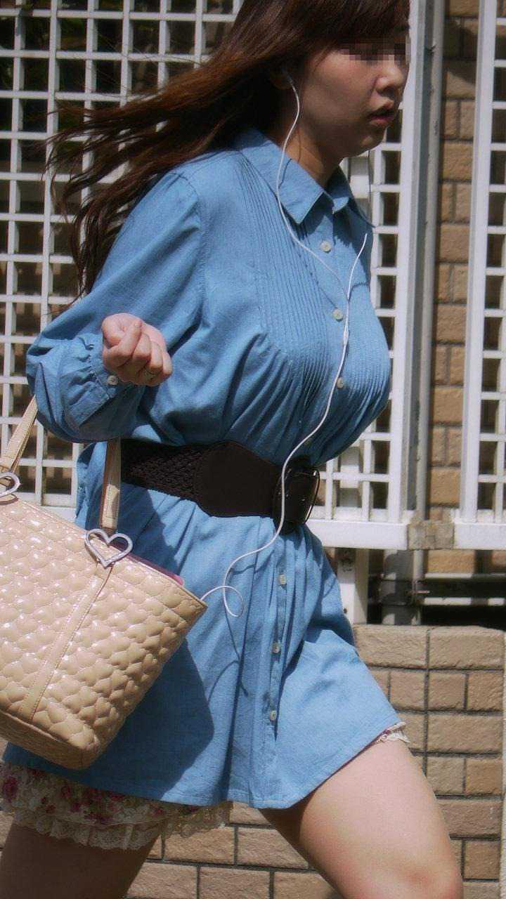 服が盛り上がるデカパイ (11)