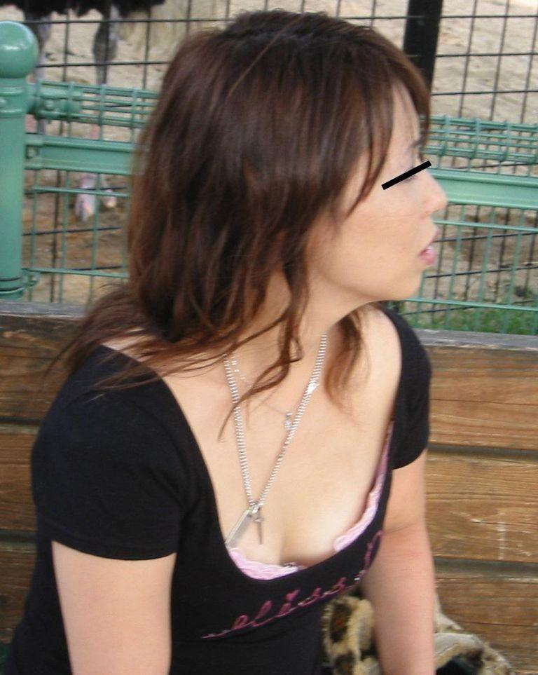 垣間見える乳房 (8)