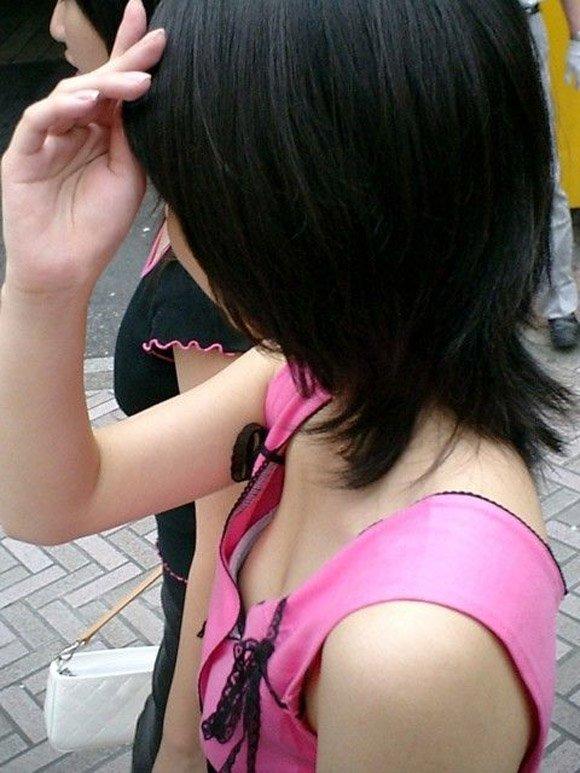 垣間見える乳房 (16)
