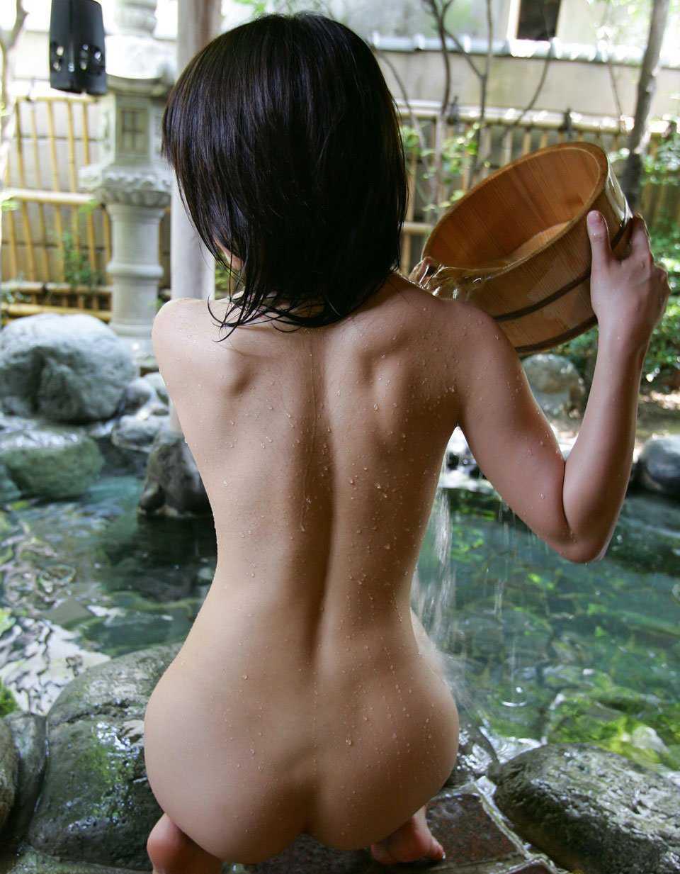全裸の後ろ姿 (14)