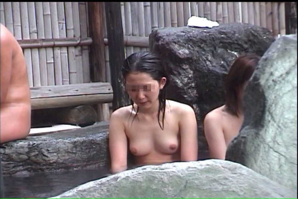 温泉にいたヌードの子 (13)