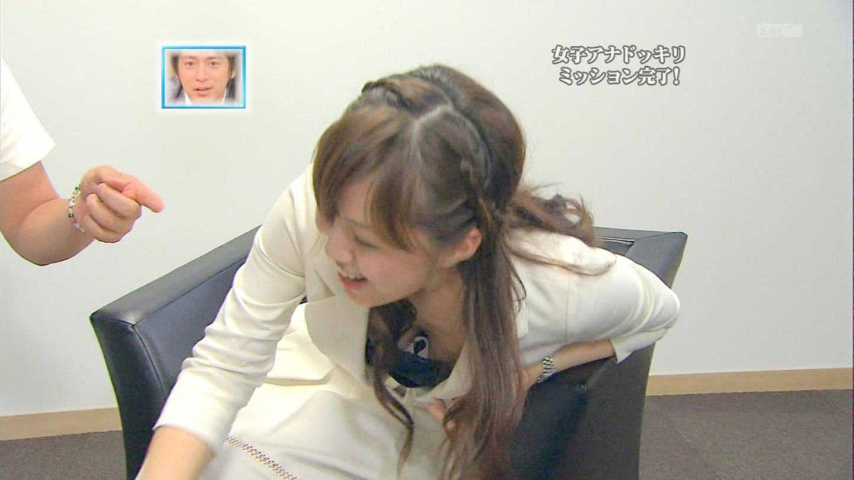 TVで胸チラ (9)