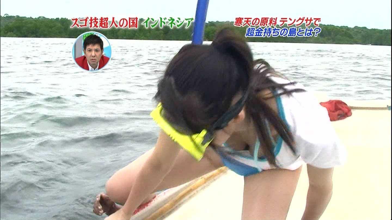 TVで胸チラ (11)