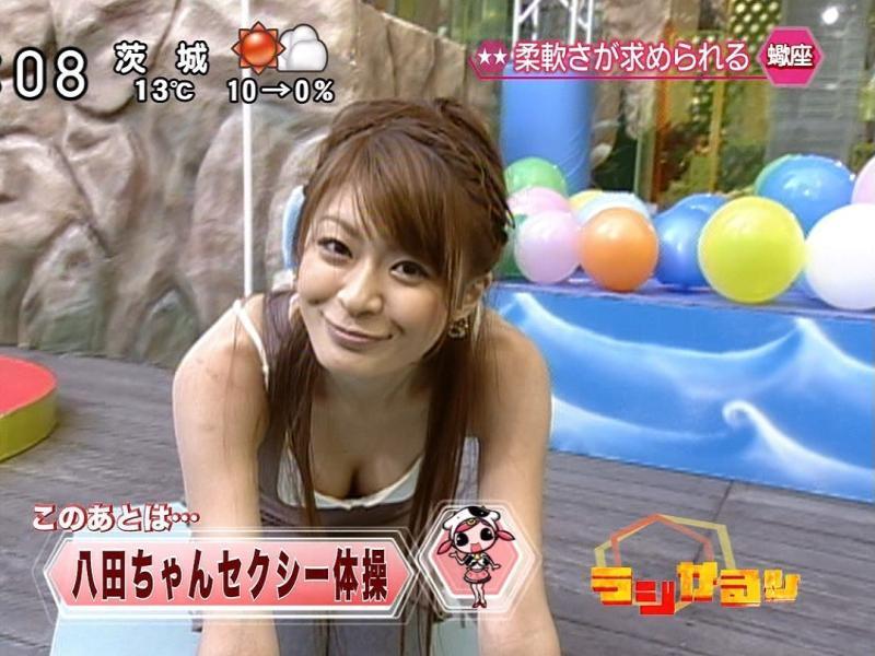 TVで胸チラ (2)