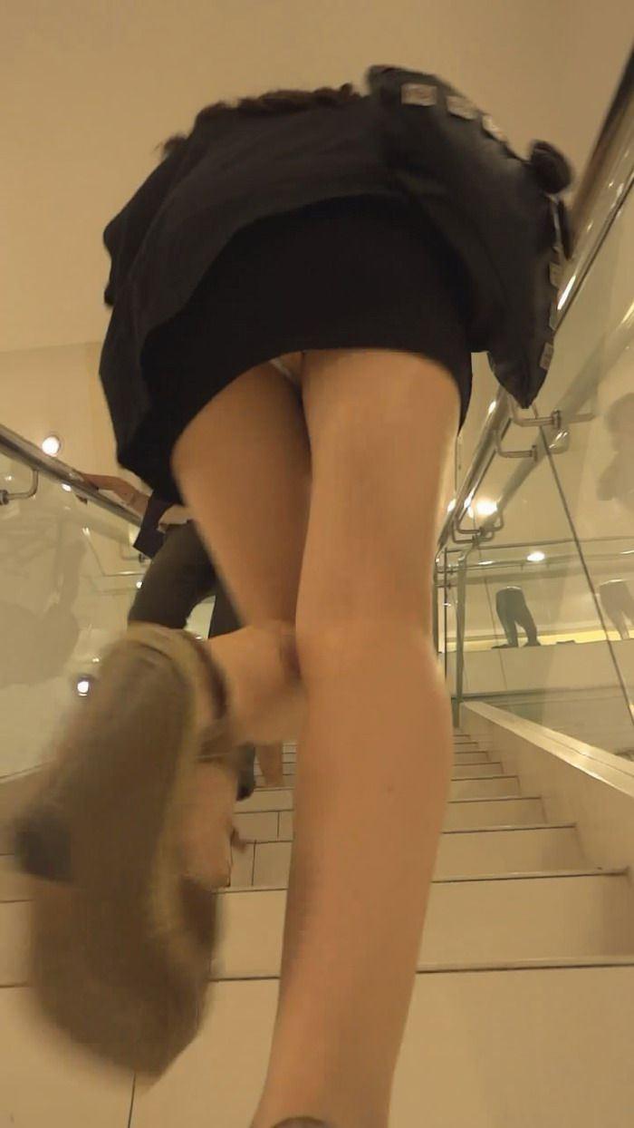 下から下着を見る (7)