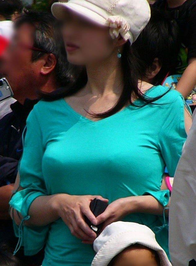 衣服の中の爆乳 (5)