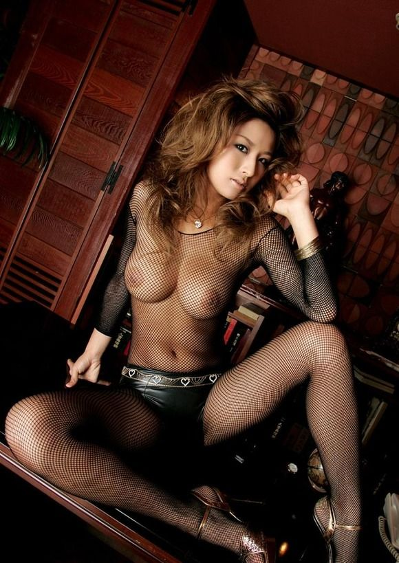 タイツの網目から見える全裸 (7)