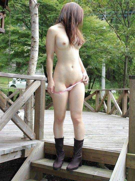 公共の場所で素っ裸になる (10)