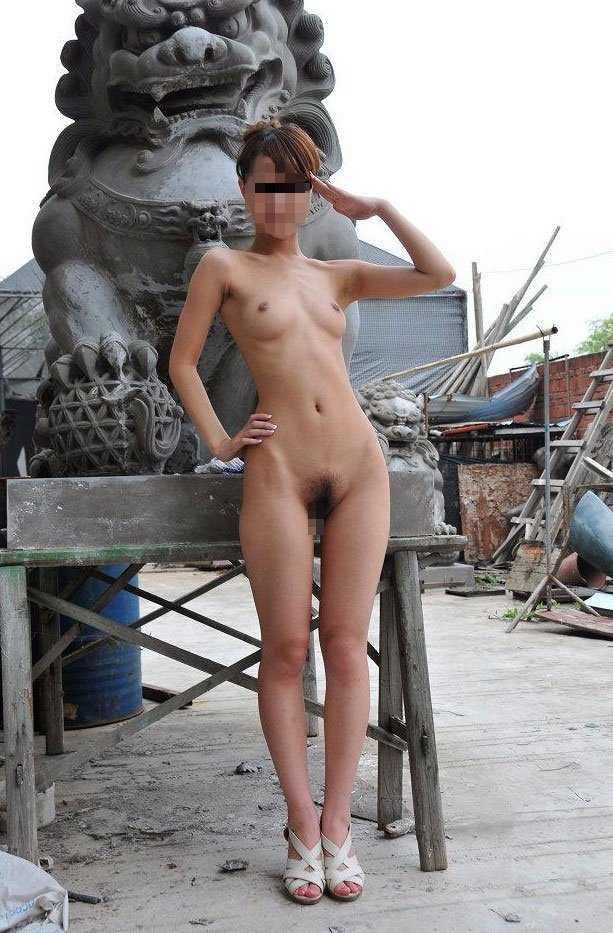 公共の場所で素っ裸になる (15)